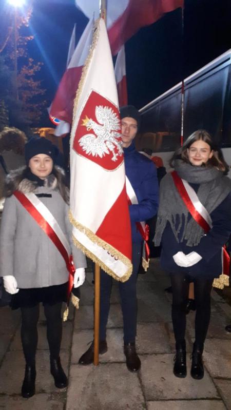 Reprezentacja szkoły podczas uroczystości z okazji Narodowego Święta Niepodl