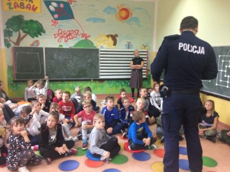 Spotkanie z policjantami - świetlica szkolna